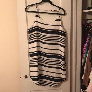 BB Dakota White and Blue stripe dress - size L EUC
